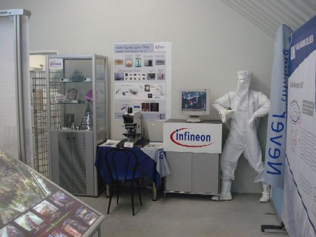 InfineonStand01-1